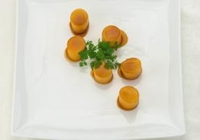 Aardappels gegaard in bruine fond