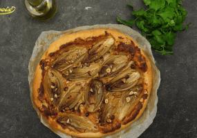Fijne taart met gebraseerd witloof, room van brie en noten