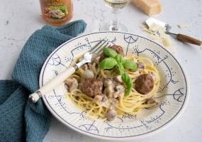 Pasta / Champignonsaus / Gehaktballetjes/ Geitenkaas
