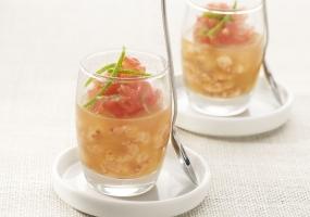 Gelei met garnalen, tomaten en limoen