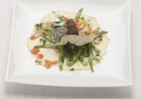 Griet met boontjes, tomaat en beurre blanc met basilicum