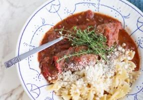 Italiaanse stoverij met pasta