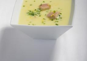 Koude soep van prei, aardappel en forel