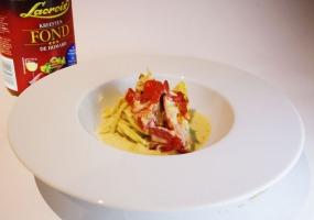 Baby kreeft met béarnaise saus en huisgemaakte pasta