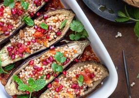 Kruidige aubergines met parelcouscous