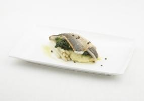 Zeebaarsfilet met aardappelmousseline en gestoofde spinazie