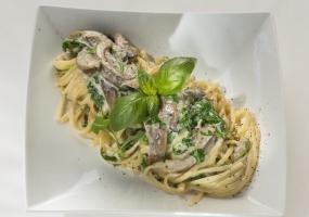 Linguini met oesterzwammen en rucola