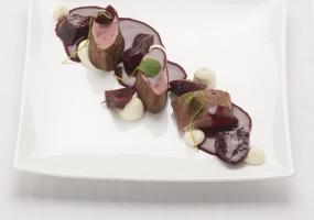 Reefilet met kervelwortel, rode biet en jus met bloedworst