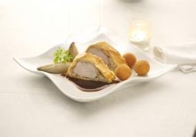Roulade de filet de porc au jambon cru, chicon et sauce au café